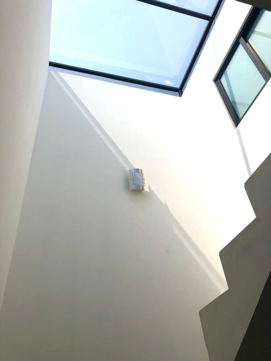 9 de 10: Cubo de ventilación e iluminación principal del edificio