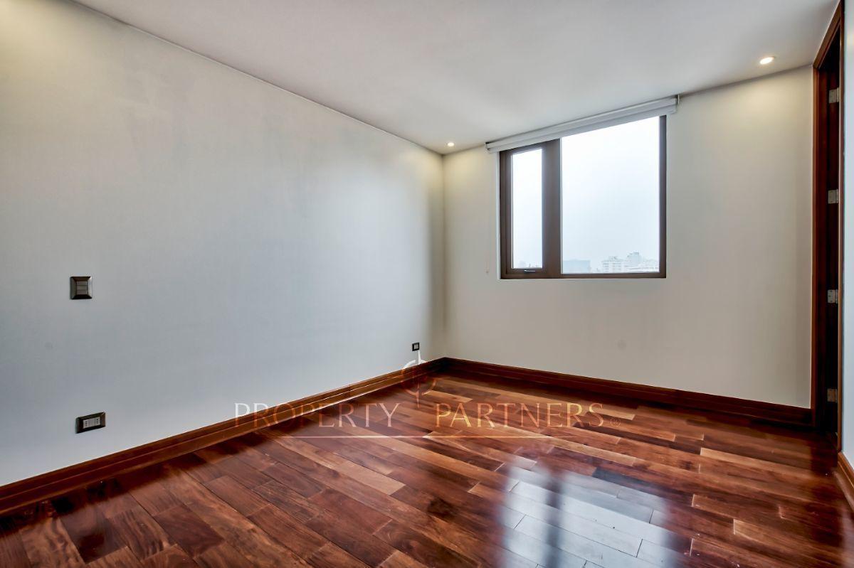 10 de 21: Dormitorios 2 y 3  en suite con walk in closet