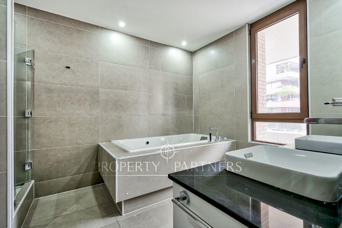 17 de 21: Baño principal en suite