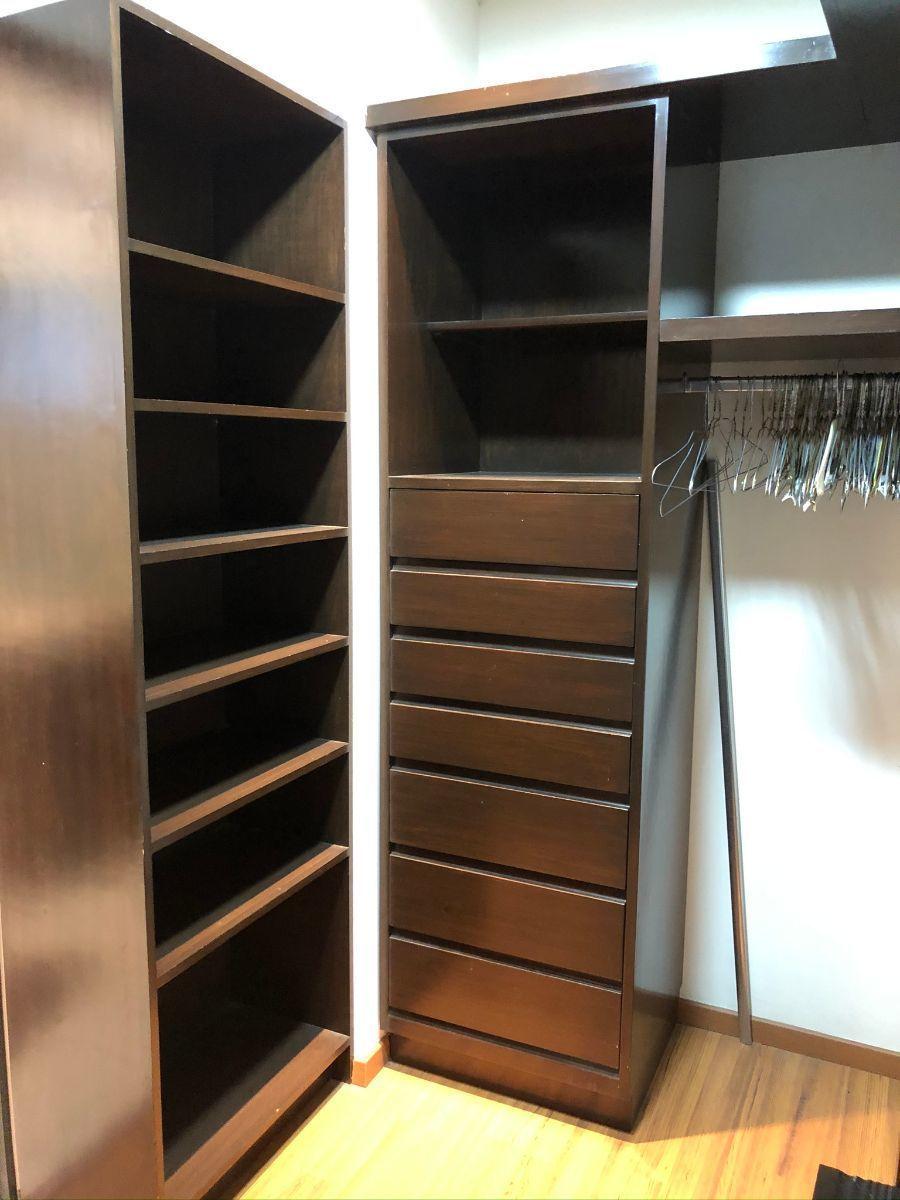 10 de 28: Walk in closet en recámara principal