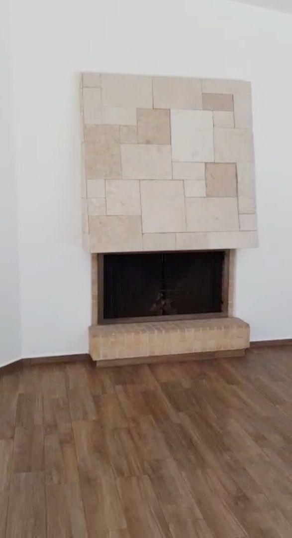 4 de 29: sala con chimenea