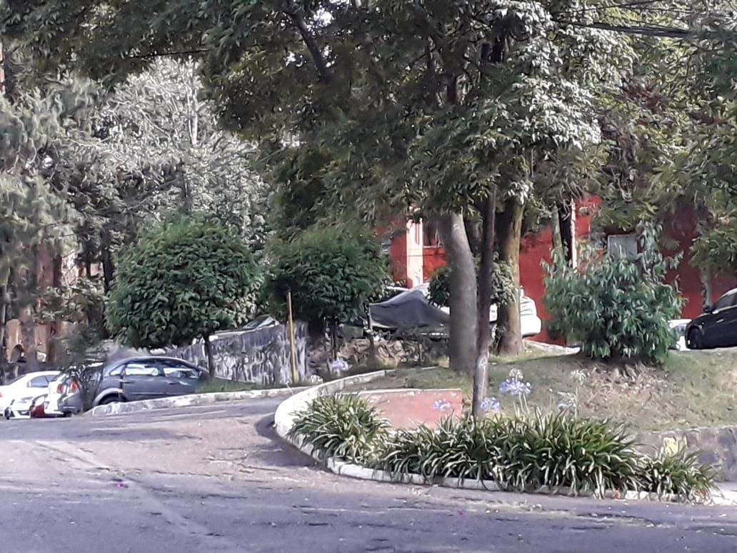 20 de 21: Jardines y estacionamiento
