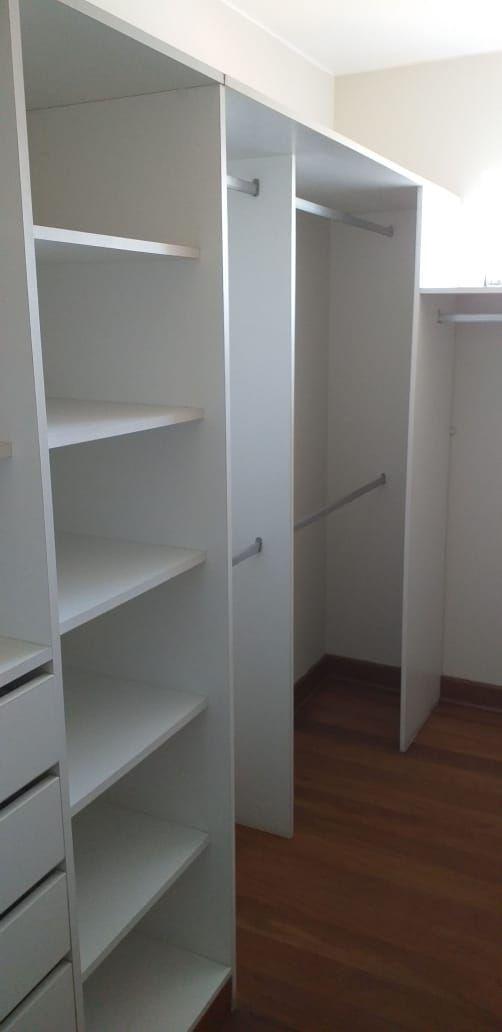 11 de 37: Walk in closet 1