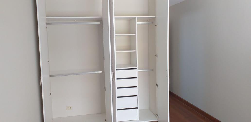 18 de 37: Closet dormitorio 2