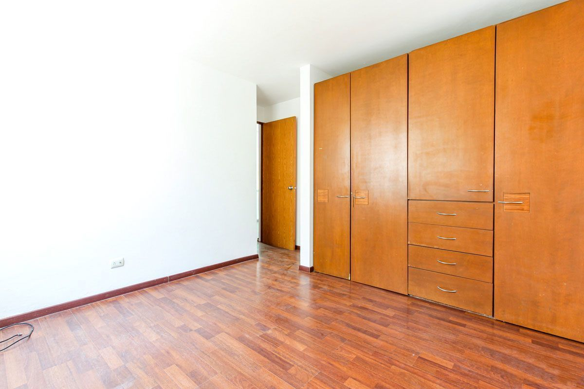 16 de 21: Recámara secundaria con closet