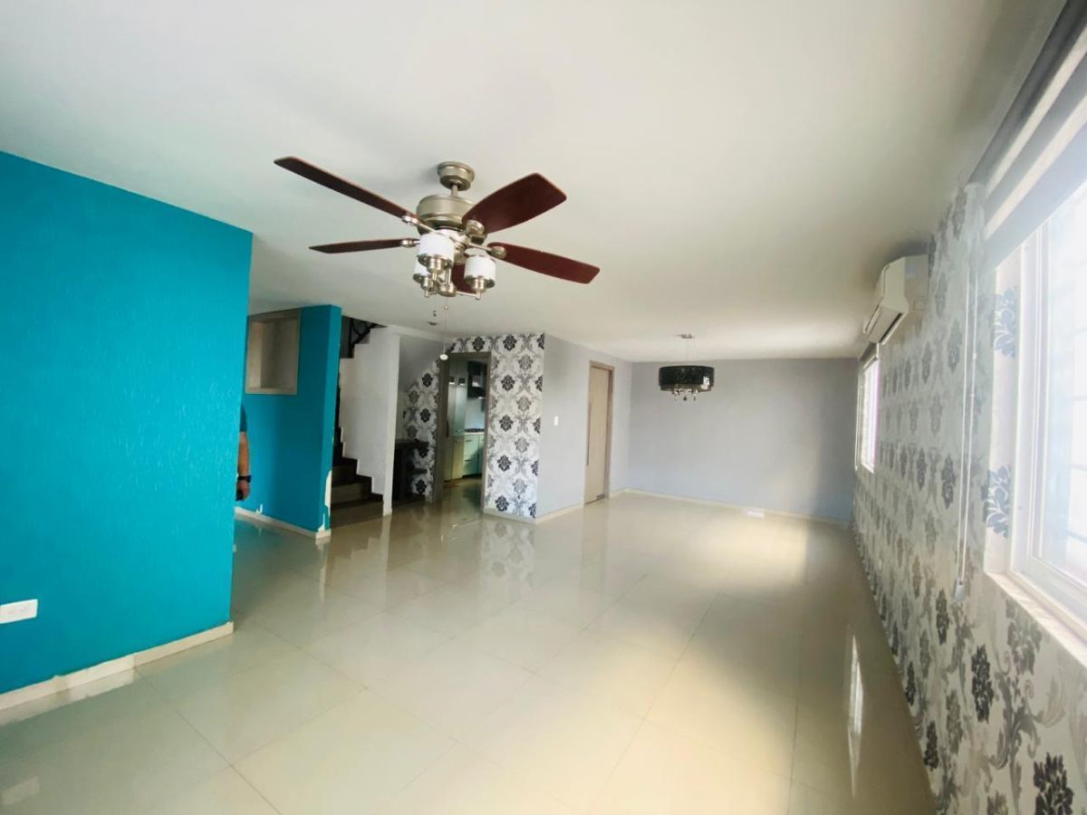 12 de 43: sala-comedor, minisplit, abanico de techo,  lámpara decor