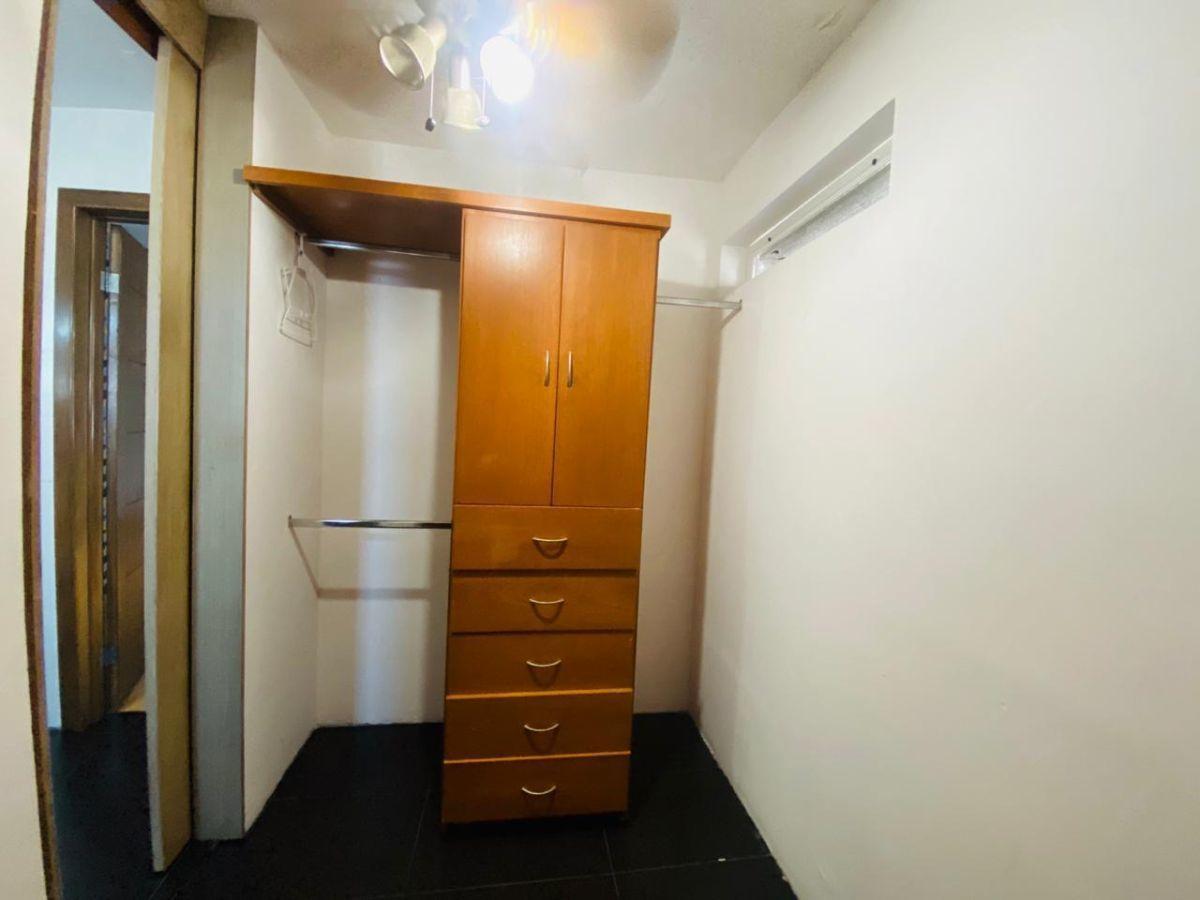 43 de 43: walk-in closet de recámara principal