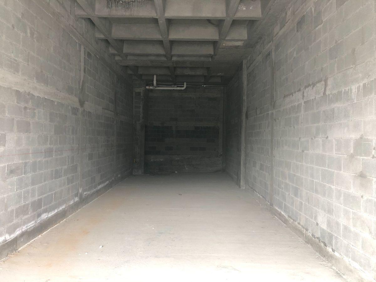 4 de 4: Interior del Local.