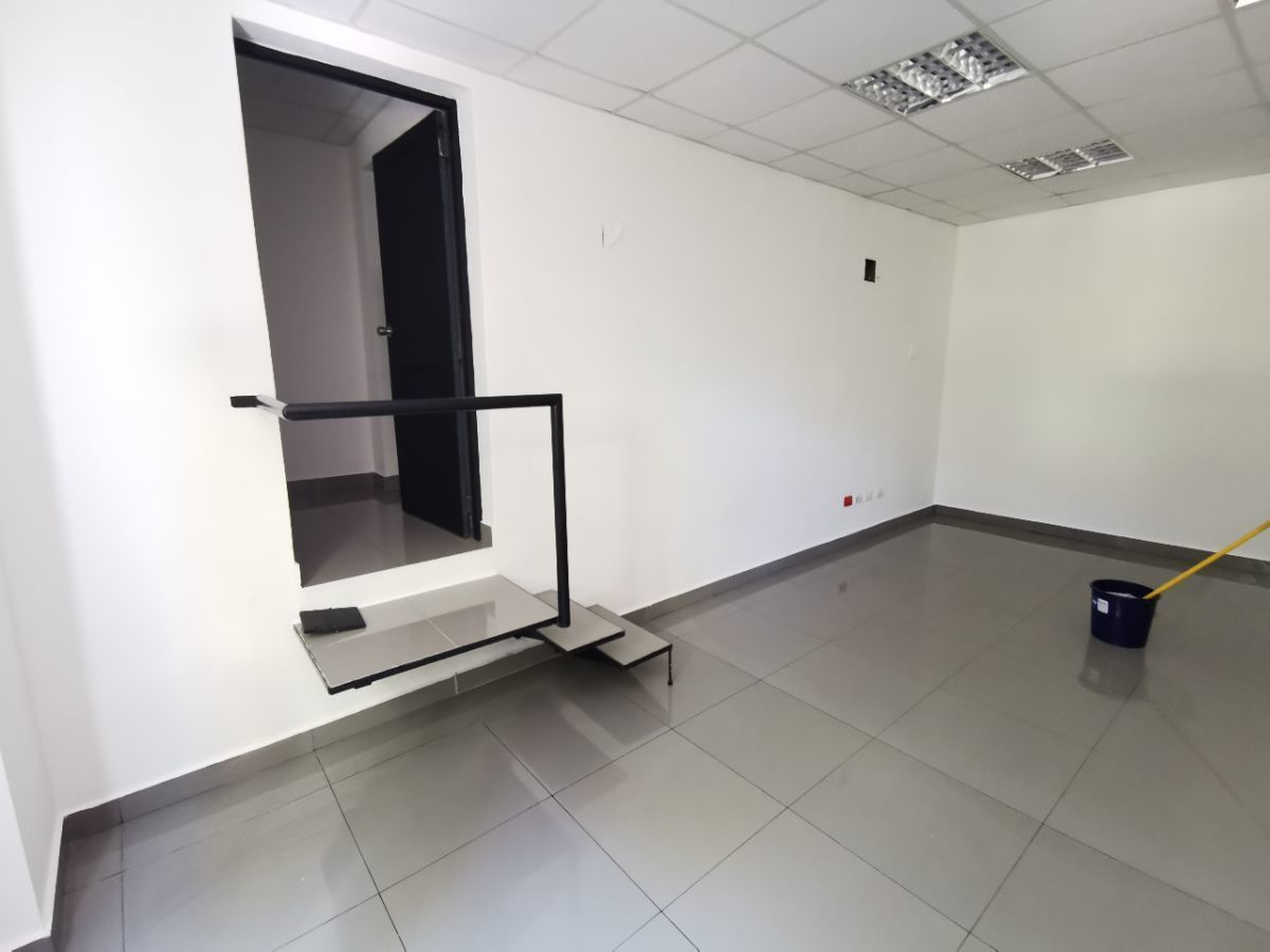2 de 9: Local de 31 m2