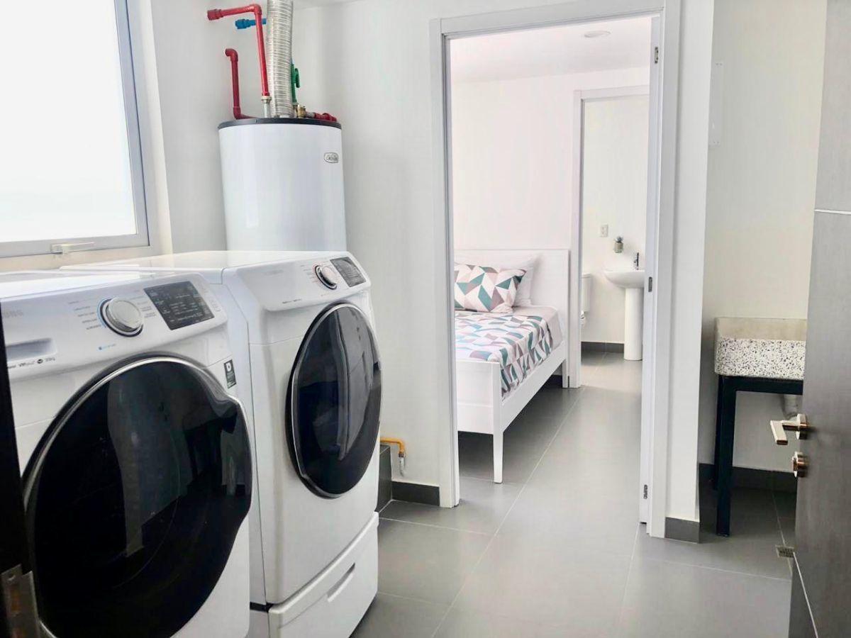 8 de 17: Cuarto de lavado, cuarto de servicio y bodega