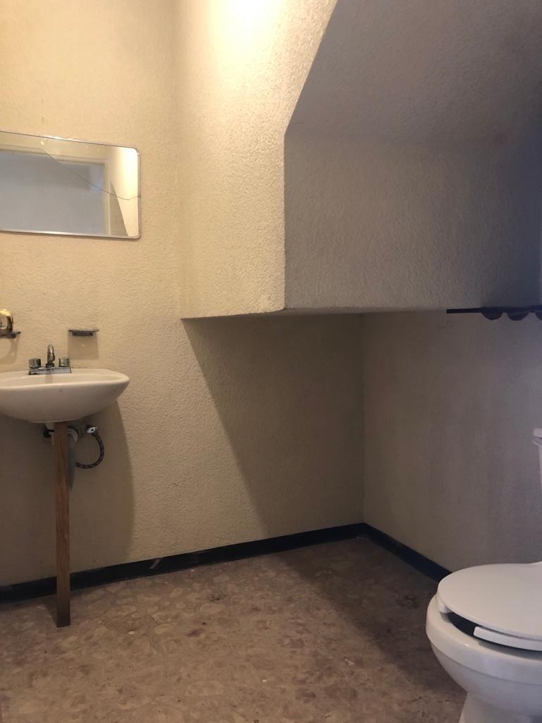 4 de 11: Medio baño-baño de visitas