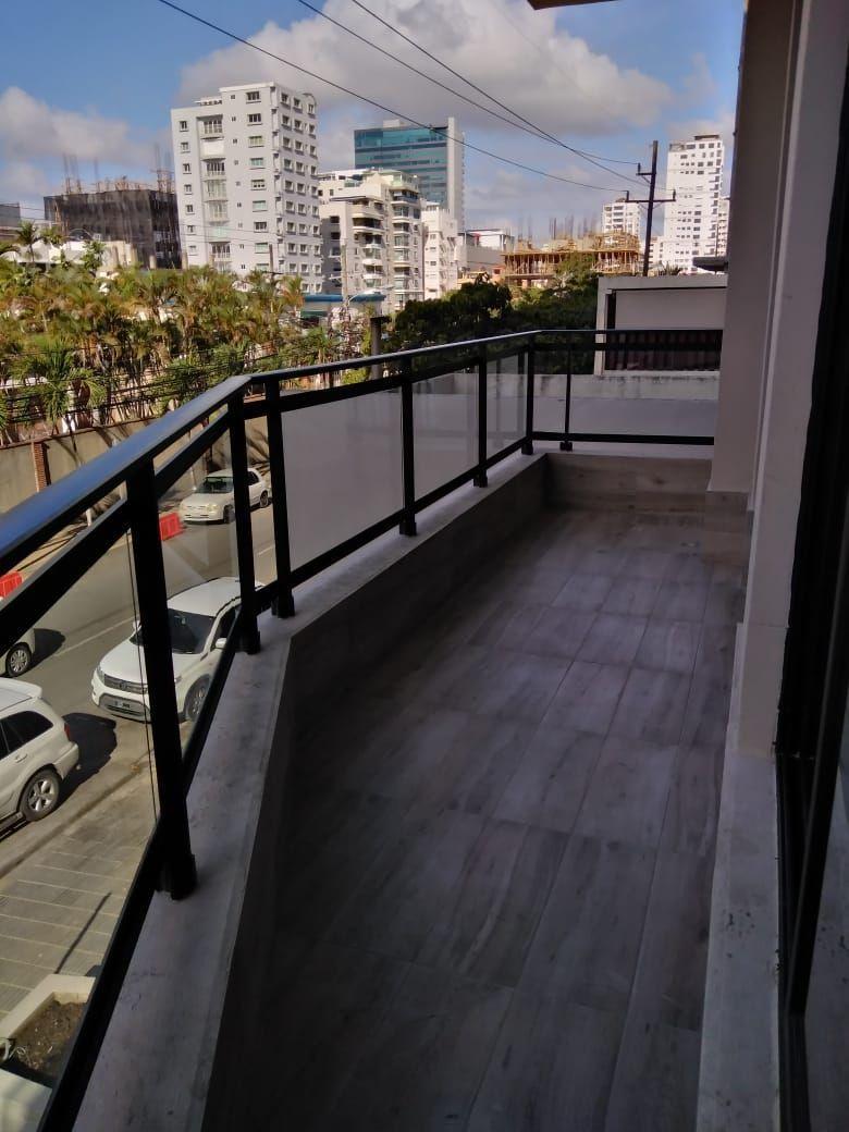 3 de 4: balcón