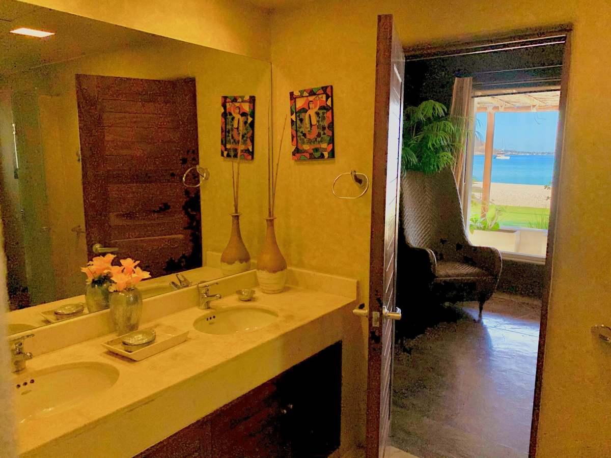 41 de 46: MAIN BEDROOM BATHROOM