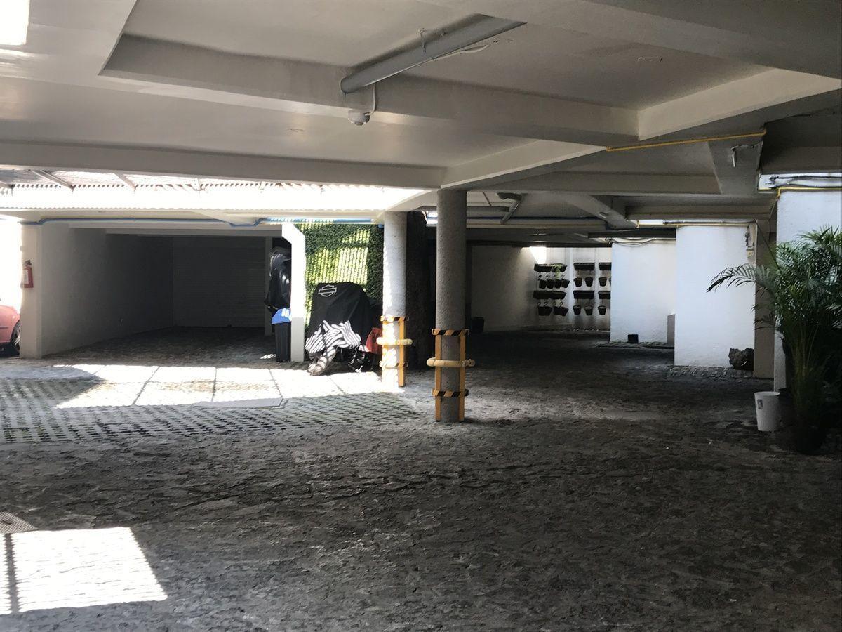 2 de 25: Área de estacionamientos