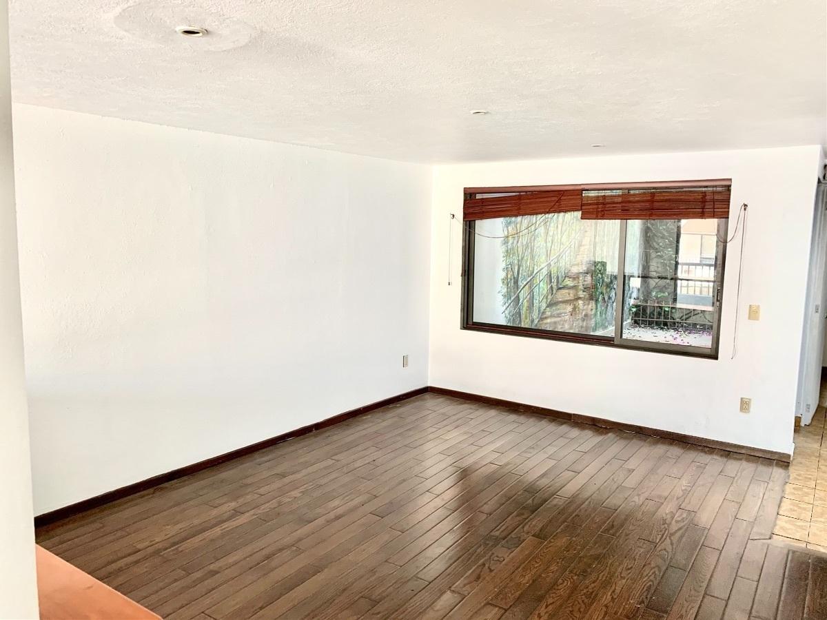 5 de 37: Sala con piso de madera