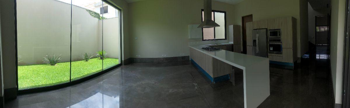 4 de 33: Antecomedor / cocina equipada con acabados de lujo