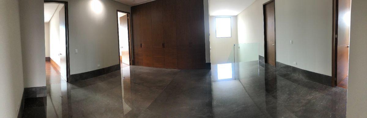 5 de 33: Área para cuarto de televisión y acceso a habitaciones