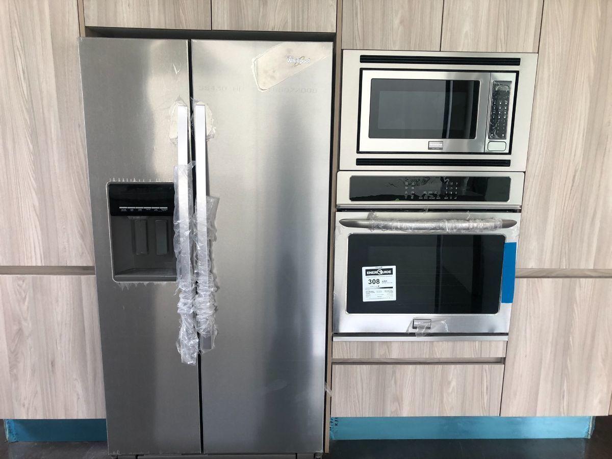 14 de 33: Refrigerador, horno y microondas