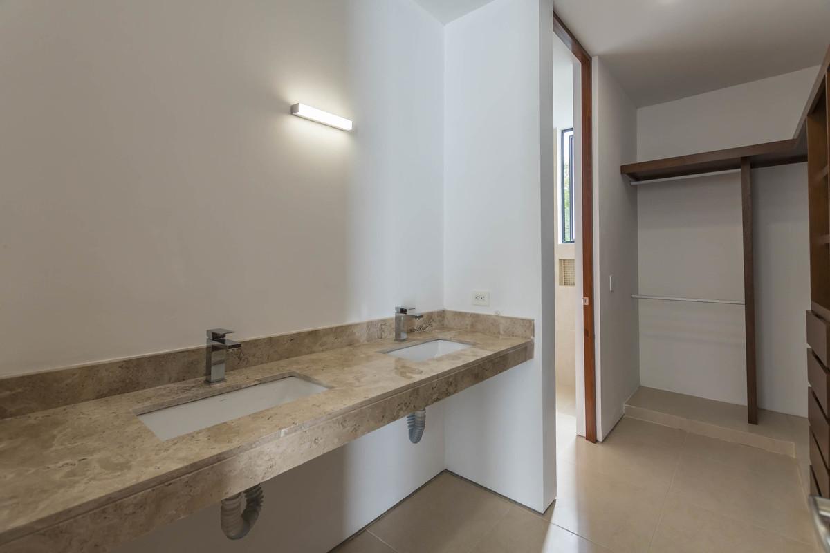 17 de 32: Doble lavabo, meseta de mármol - Habitación principal