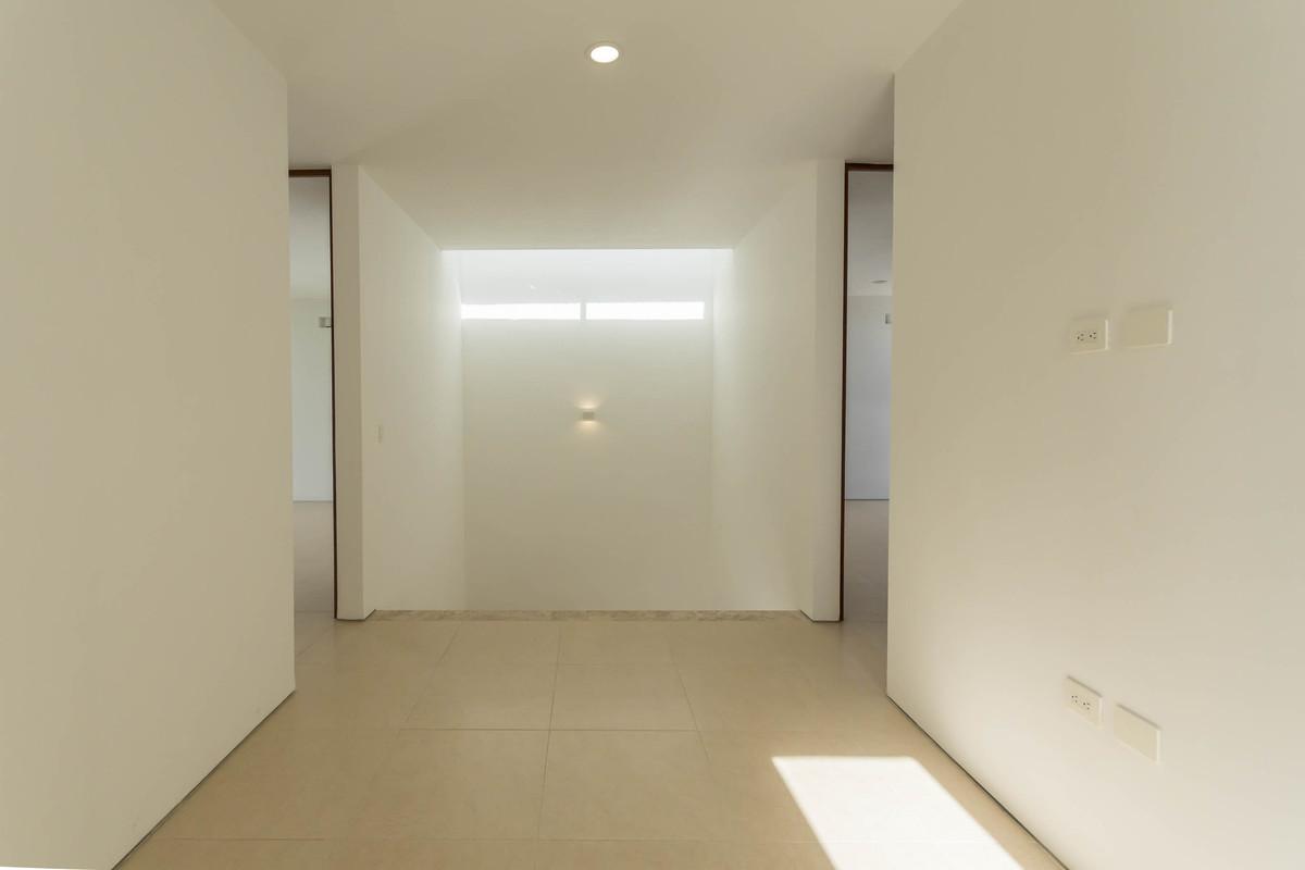 14 de 32: Family Room - Mezzanine