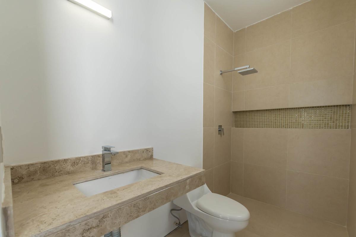 24 de 32: Baño habitación secundaria