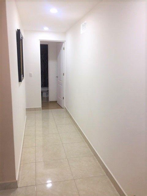8 de 14: Pasillo hacia habitaciones