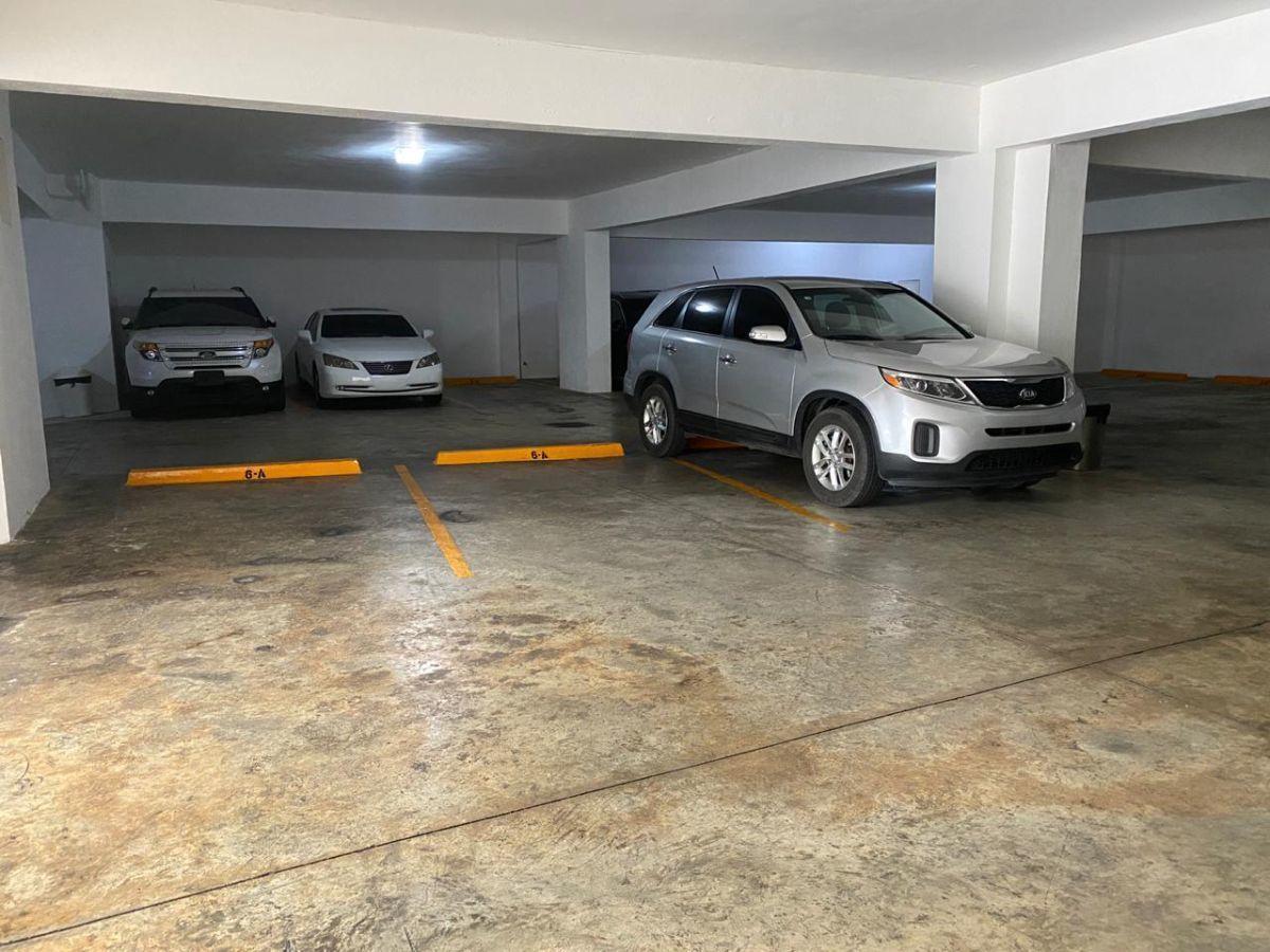 15 de 20: Estacionamiento
