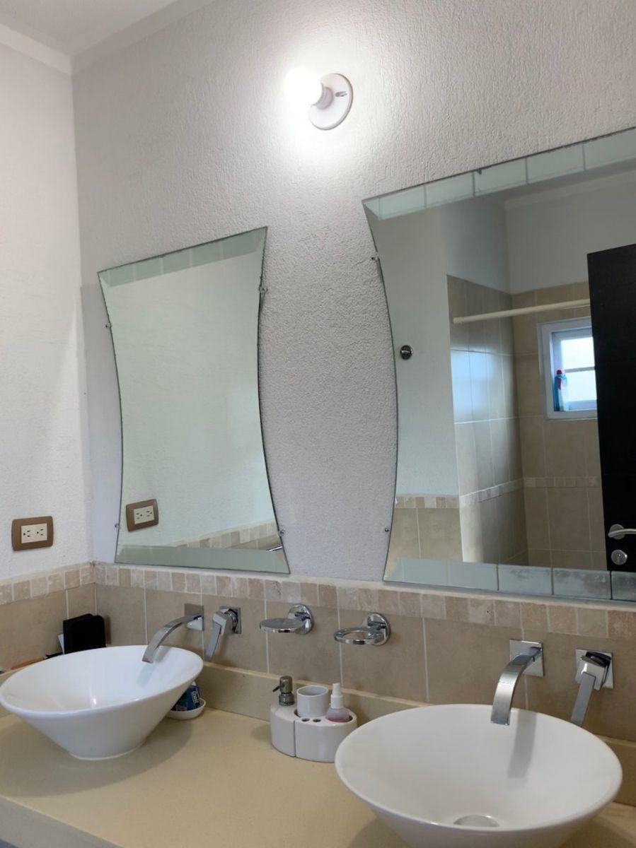 12 de 15: Espejos en los baños