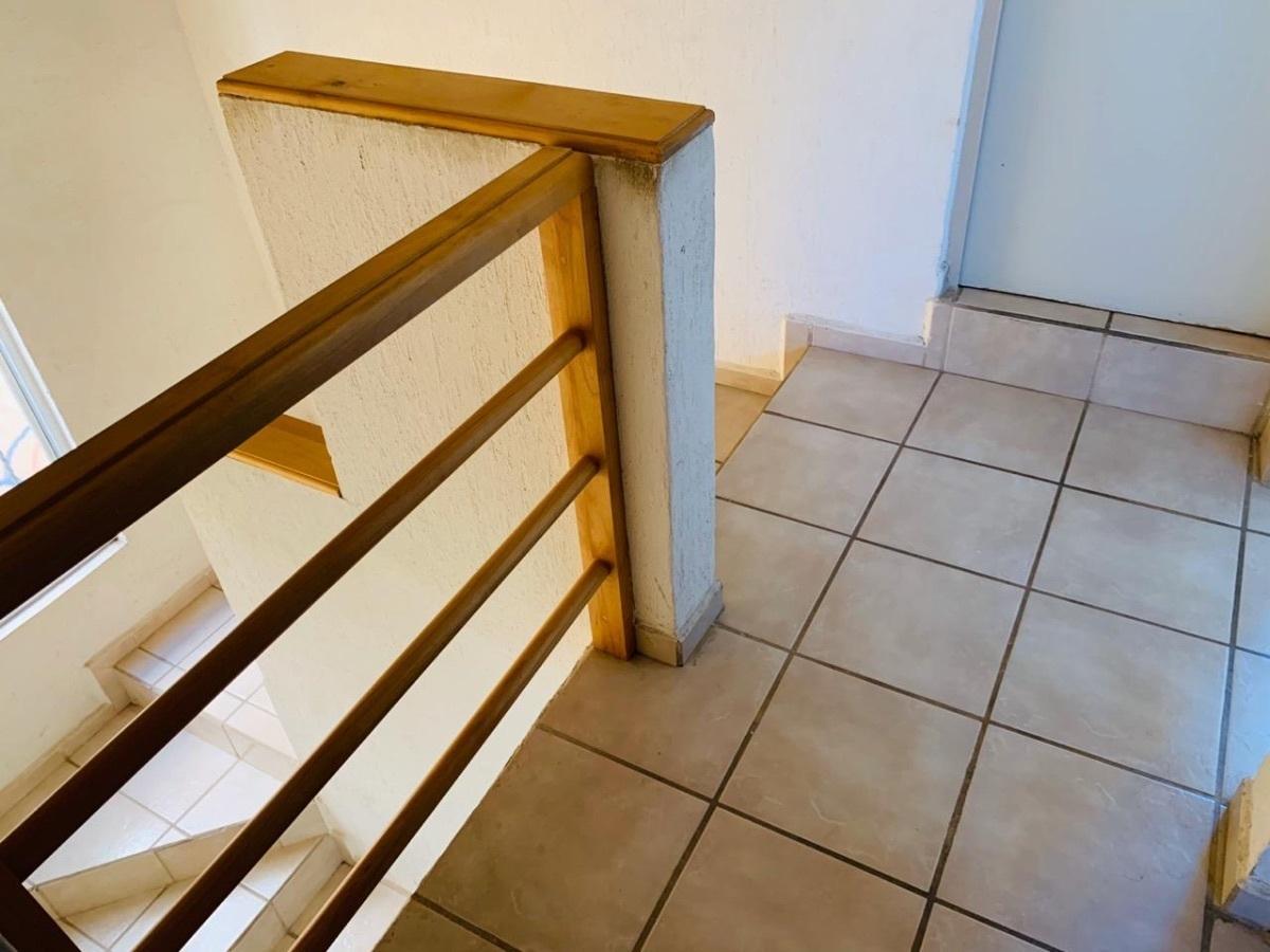 4 de 17: Escaleras planta alta