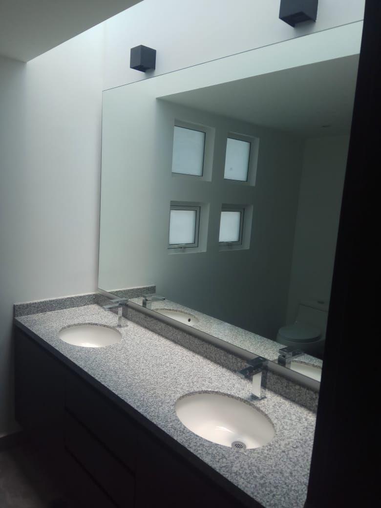 11 de 15: baño principal
