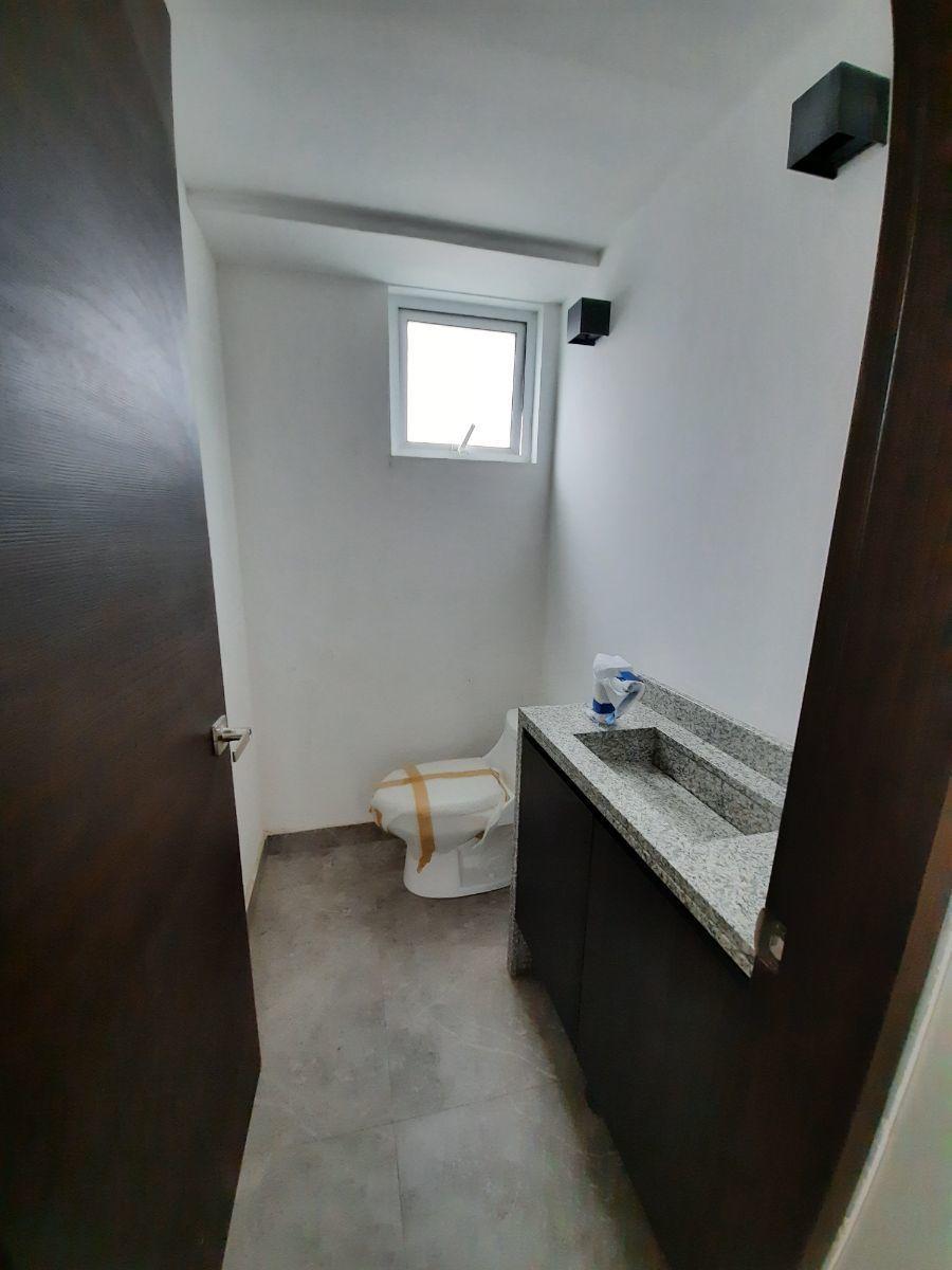 13 de 15: baño de visitas