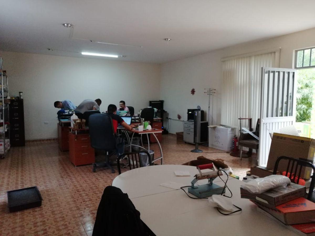 15 de 15: Oficina con frente a República de Argentina