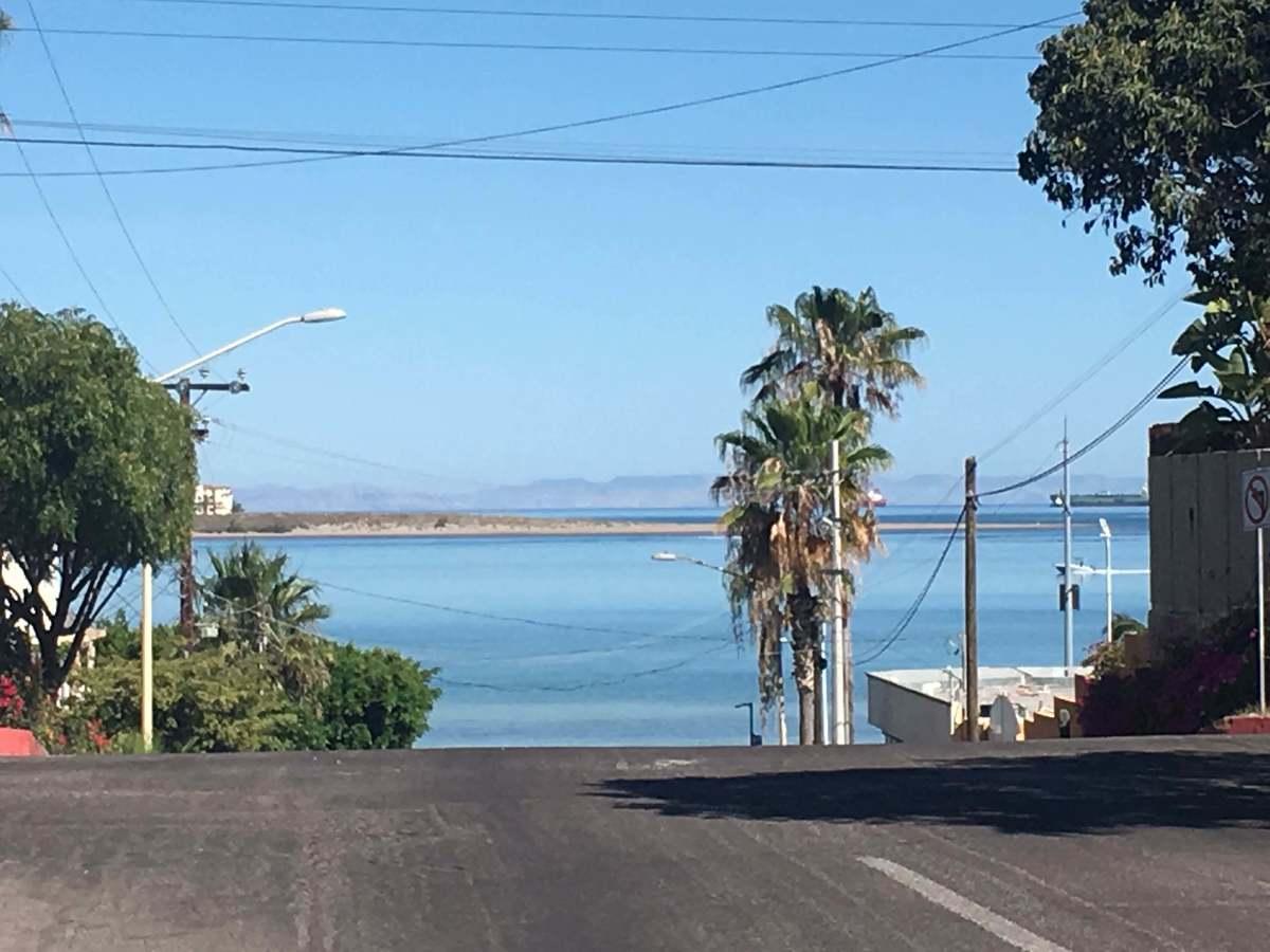 1 de 27: vista desde la calle Hidalgo, frente a la casa