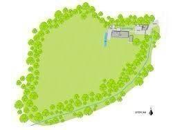 32 de 32: Plano de la casa en el terreno con proyección  de piscina.