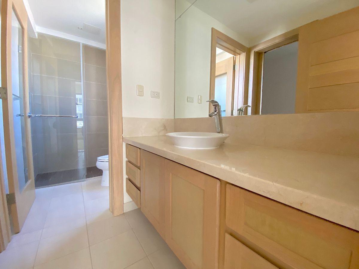 14 de 24: Baño habitación secundaria 1. Ventilación al exterior