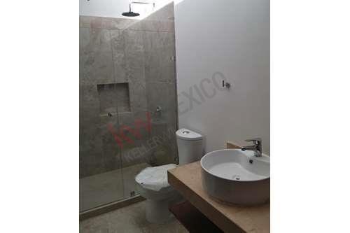 9 de 16: Marmol Veracrúz en baños