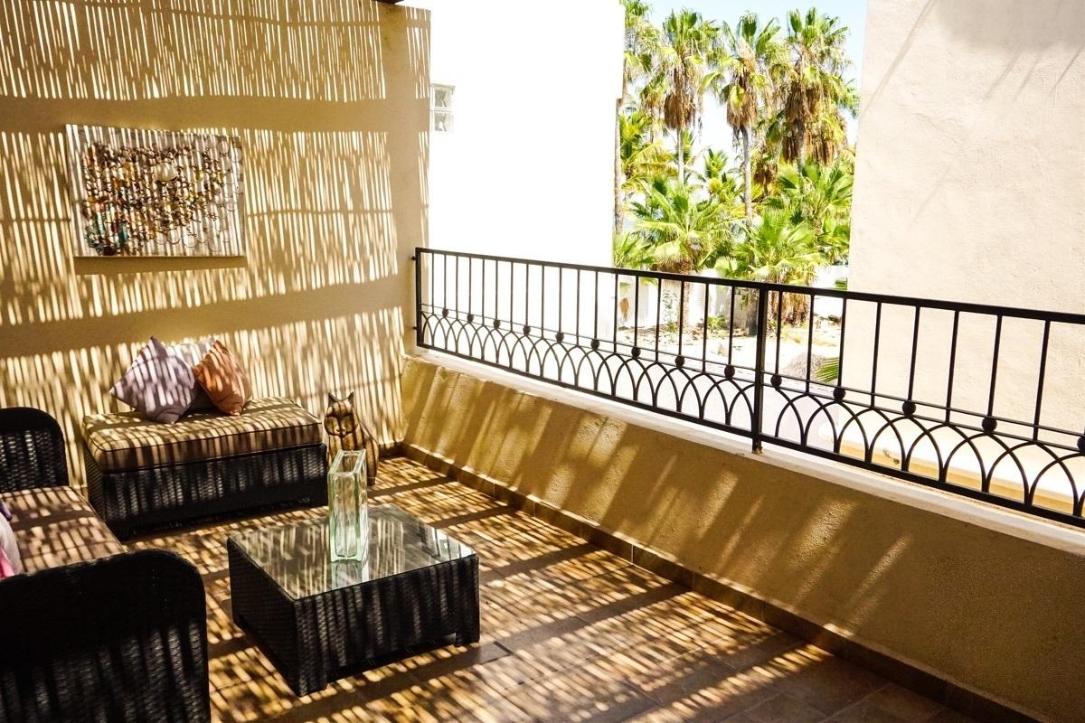 13 de 37: Acogedor balcón de la recámara principal.