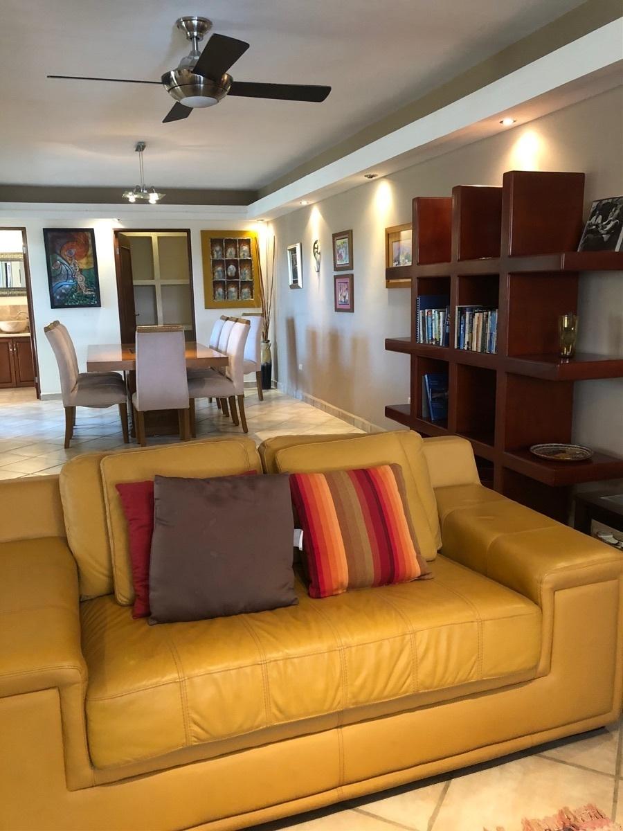 30 de 37: Amplia y cómoda sala.