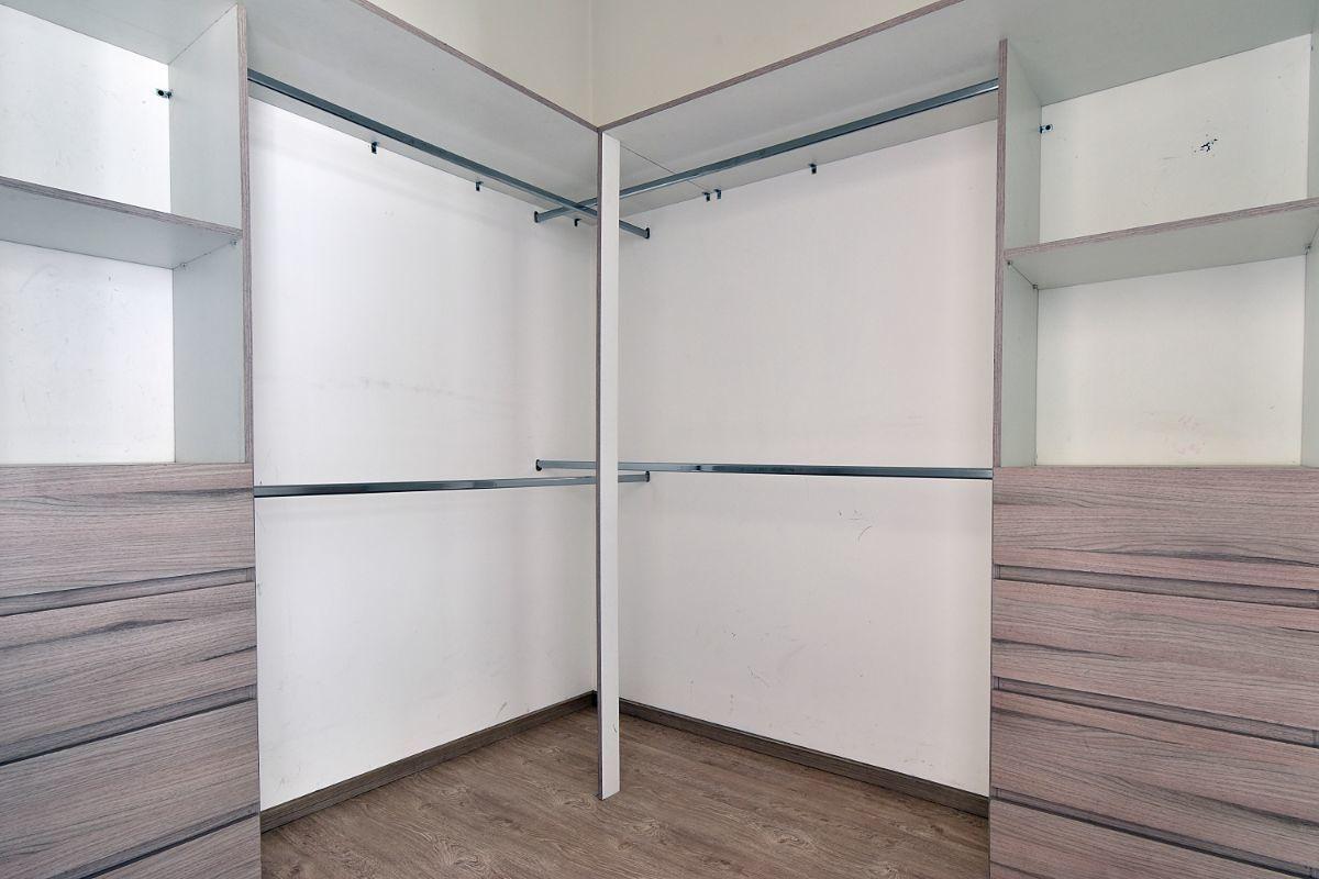 10 de 24: Closet habitacion 2