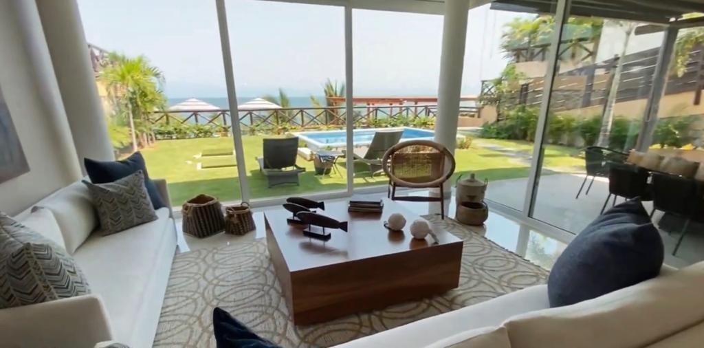 3 de 17: Home with ocean view