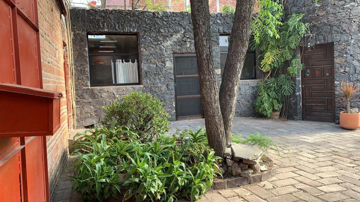 2 of 10: Casita en el centro de San Miguel
