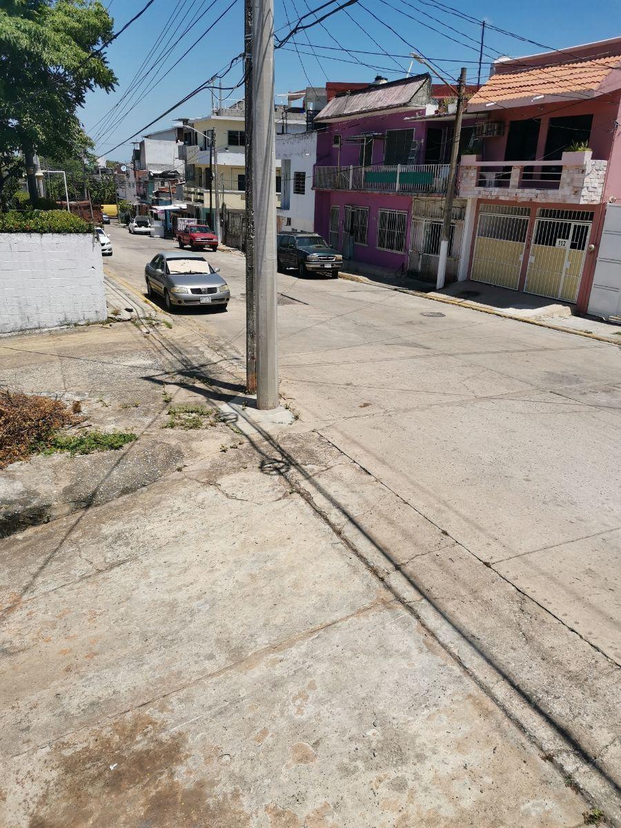 15 de 15: Amplia calle de acceso a la bodega