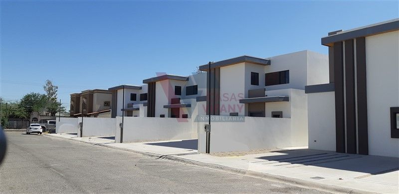 1 de 21: Las 4 casas construidas