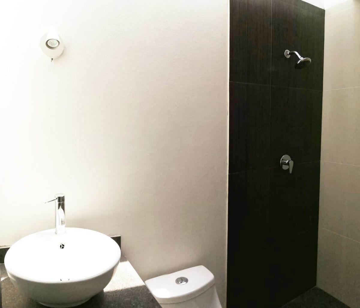 21 de 22: Baño de habitación 3