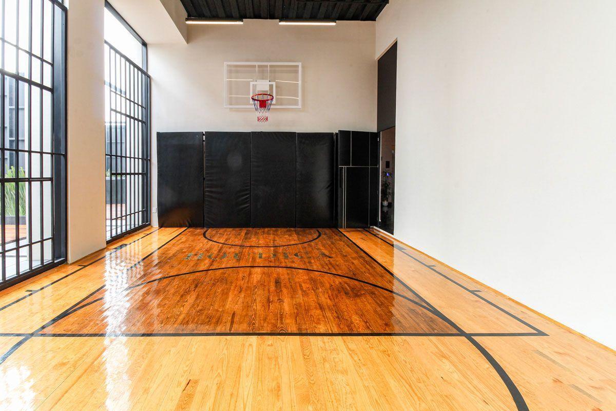 19 de 24: Cancha basket con duela