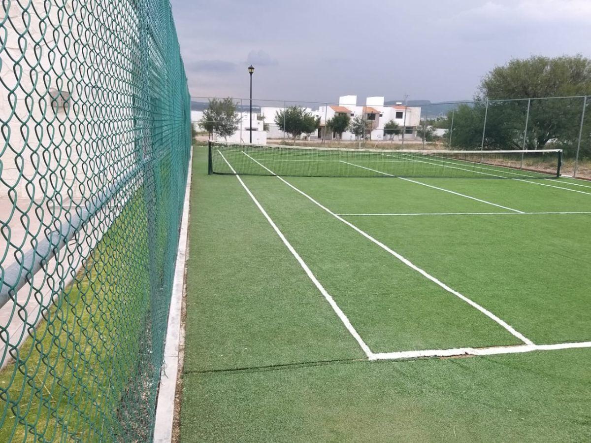 5 de 8: Cancha de Tenis
