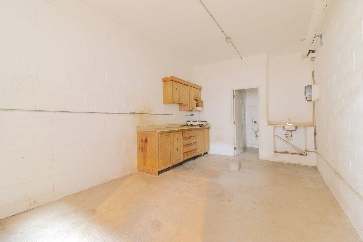 7 de 13: Area de cocina y 2 medios baños