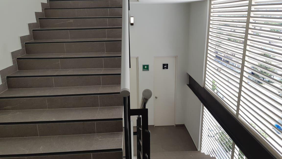 7 de 10: Baños en Escaleras de Emergencia