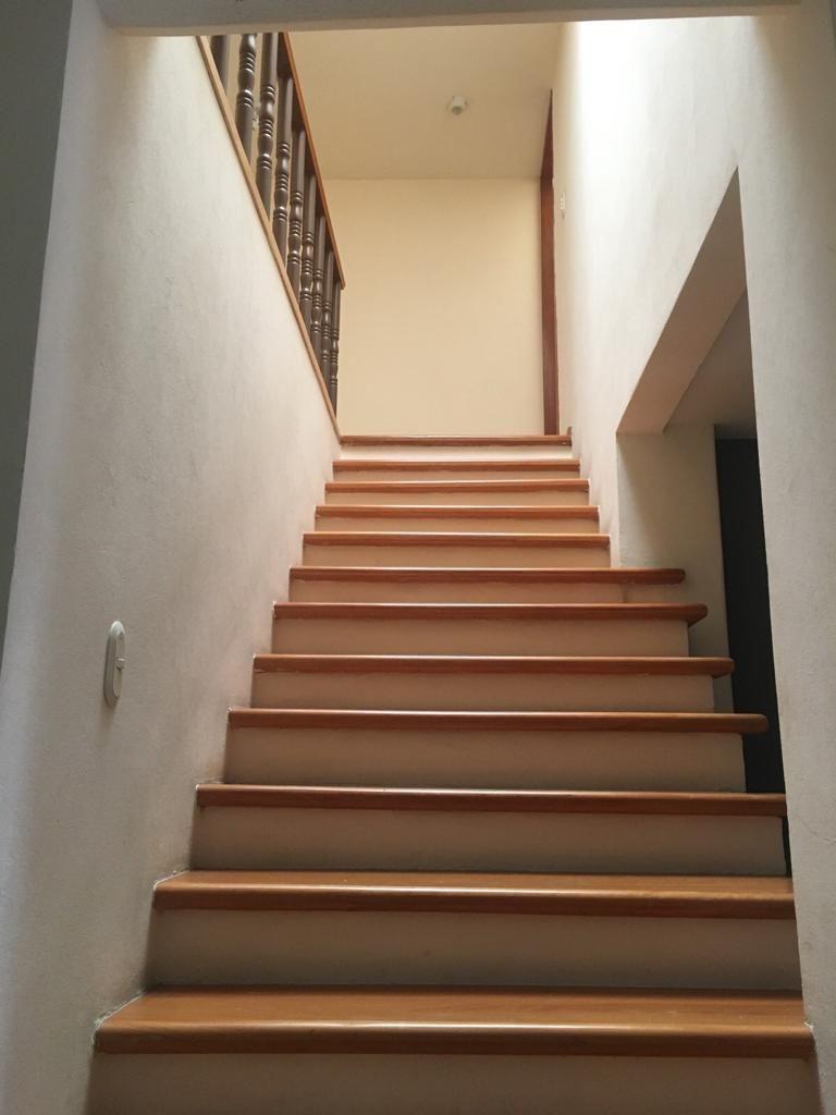 10 de 23: Escalera al ser piso