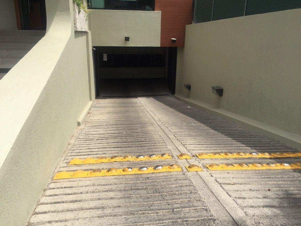2 de 10: Rampa para estacionamiento subterráneo